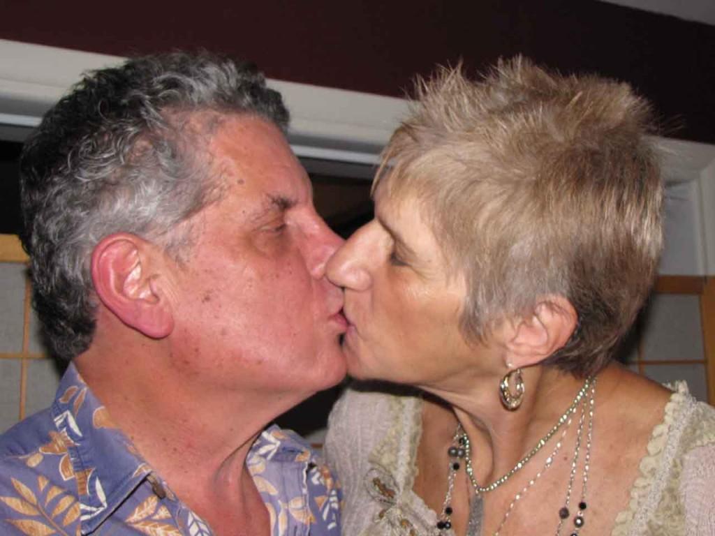 mason-alice kissing-lr
