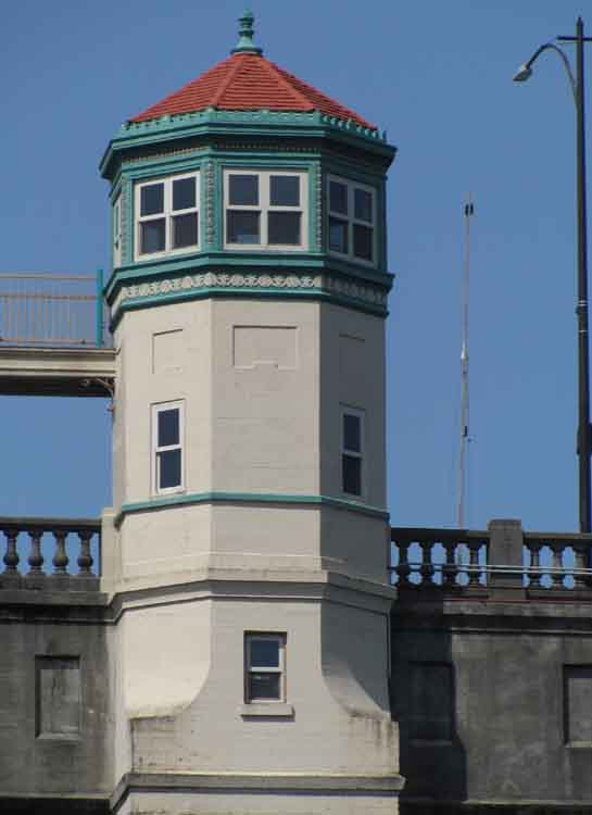 The Italian Renaissance towers of the Burnside Bridge, built in 1926, salute boaters as they pass below.